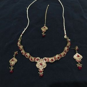 Necklace with mang tika and earrings